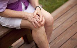 Người bệnh viêm cầu thận dễ bị yếu xương khớp
