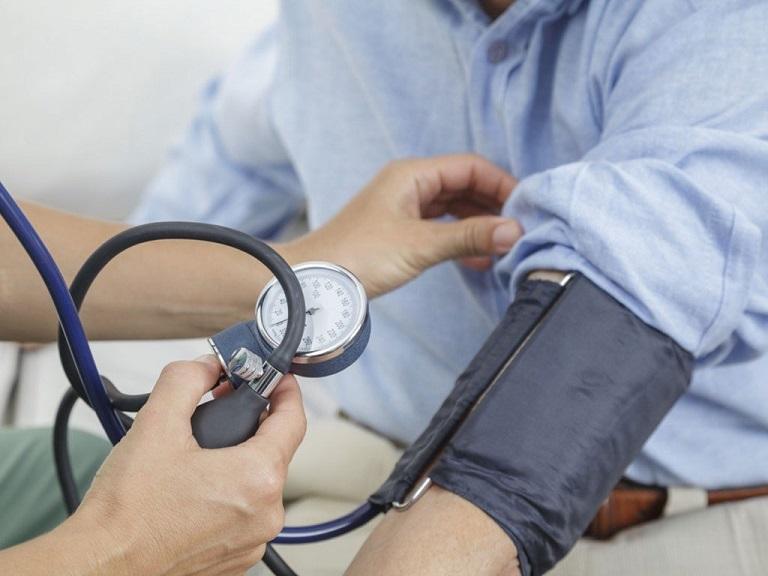 Huyết áp cao là một trong những biến chứng nguy hiểm của viêm cầu thận