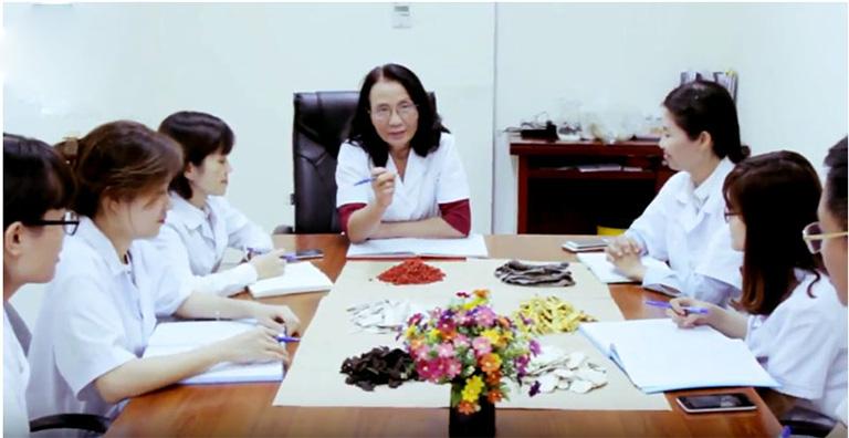 Trung tâm Phụ Khoa Đông y tổ chức nghiên cứu thuốc YHCT