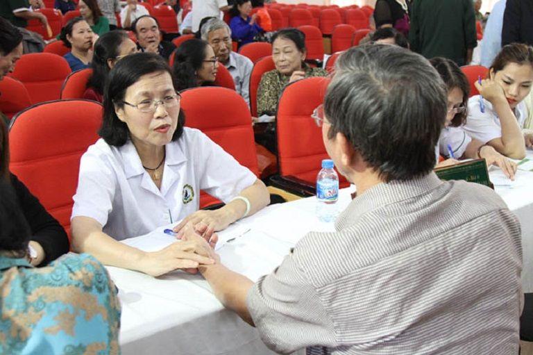 Bác sĩ Vân Anh với chuyên môn khám chữa bệnh vững vàng đã giúp cho hàng ngàn bệnh nhân thoát khỏi nỗi đau bệnh tật