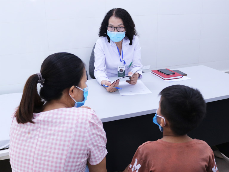 Với hơn 40 năm kinh nghiệm, bác sĩ Lê Phương đã từng đảm nhận công tác khám chữa bệnh tại nhiều cơ quan y tế đầu ngành