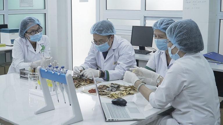 Bác sĩ Lê Phương cùng các y bác sĩ nghiên cứu, phát triển nhiều công trình khoa học có tính ứng dụng cao