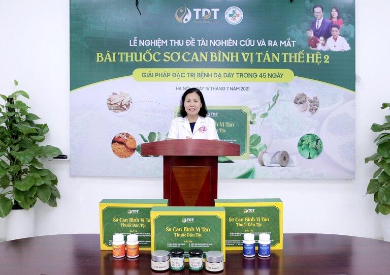 Hình ảnh bác sĩ Vân Anh trong buổi lễ Nghiệm thu và ra mắt Bài thuốc Sơ can Bình vị tán