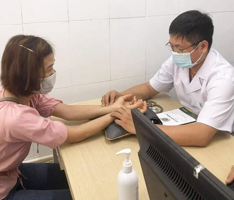 Lương y Đăng có nhiều năm kinh nghiệm khám và điều trị bệnh bằng Y học cổ truyền