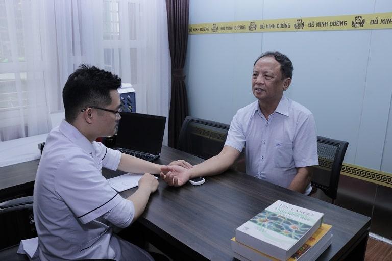 Chú Đỗ Văn Nho đi khám tại Đỗ Minh Đường