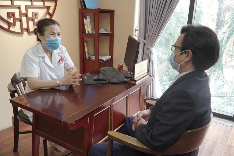 Anh Chiến được bác sĩ Nguyễn Thị Vân Anh khám và tư vấn trực tiếp tại Nhất Nam Y Viện