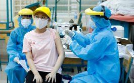 Sau khi tiêm vacxin Covid - Nhiều người gặp tình trạng nổi mề đay mẩn ngứa